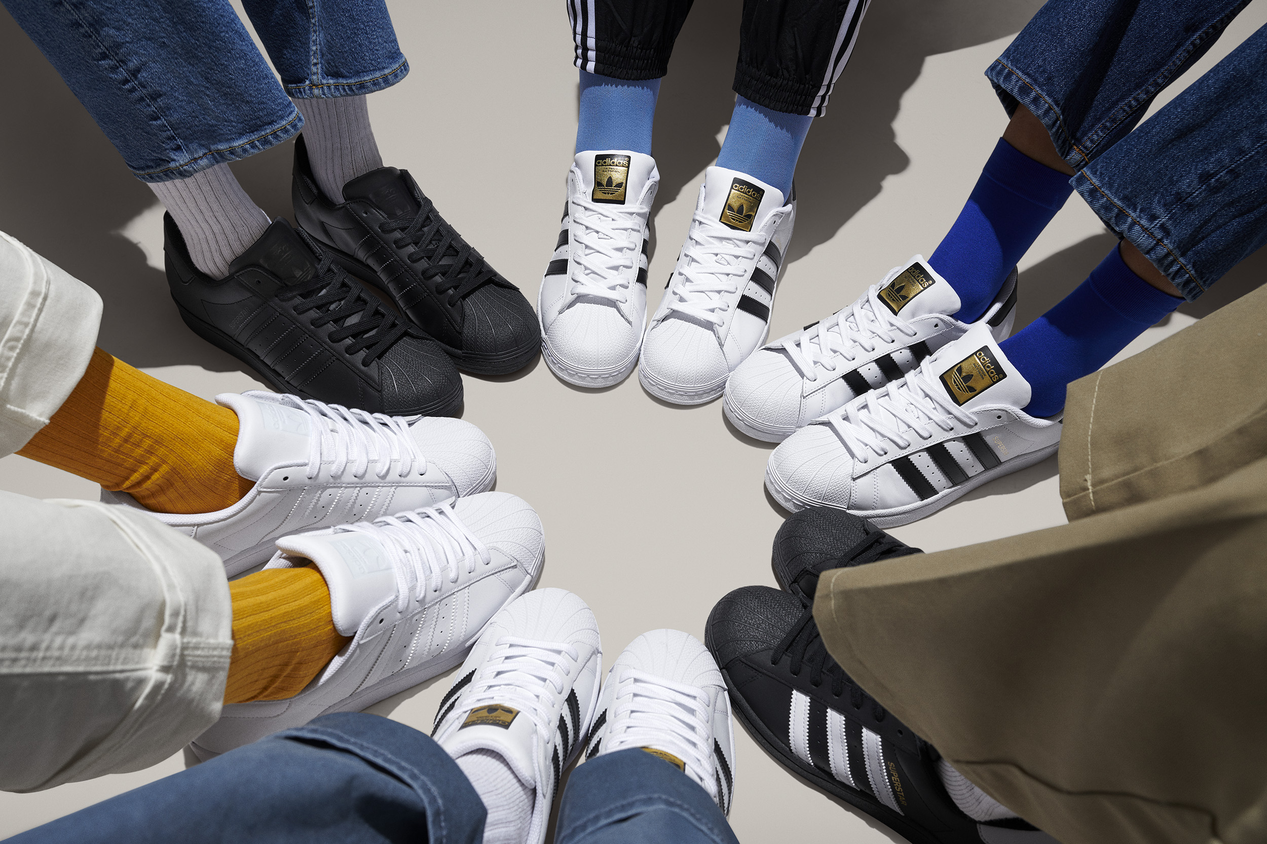 adidasOriginals_SS20_SUPERSTAR_LOOK15_Foot_Huddle_1_147_d